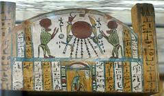 Torino, Museo Egizio, Mumiensarg, Detail (mummy coffin, detail) (HEN-Magonza) Tags: italien italy torino italia piemonte baboon turin piedmont pavian piemont egyptianmuseum museoegizio goddessisis gyptischesmuseum mumiensarg mummycoffin gttinisis