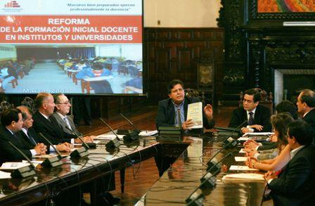 Alan García, ministro Antonio Chang y asesores