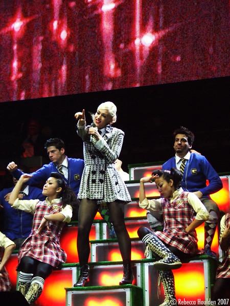 Gwen Stefani 2.8.2007 by de-tec-tive