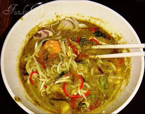 HOT GREEN CURRY NOODLES