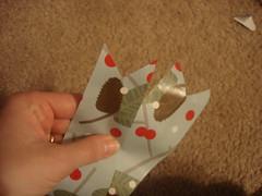 3093919521 5256e35021 m A Gift Wrap Bow Tutorial