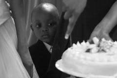 Give me a piece first (HAMED MASOUMI) Tags: wedding boy white look cake canon mom persian kid hand iran african knife son persia iranian hamed 30d حامد ا 70200mmlf4 masoumi hamedmasoumi معصومی حامدمعصومی givemeepiecefirst