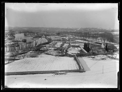 Vega Baja cubierta por la nieve a principios del siglo XX. Colección de D. Santiago Relanzón Almazán, Ayuntamiento de Toledo.