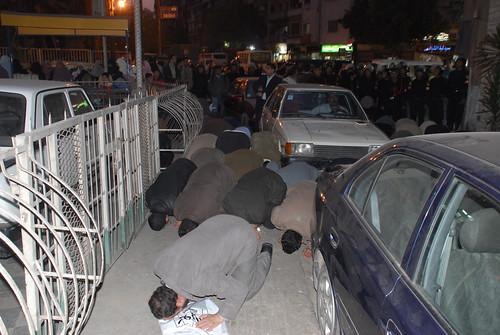 الصلاة امام حواجز كلاب مبارك