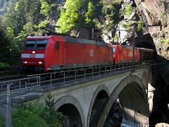 2x DB Baureihe 185 auf oberer Meienreussbrcke bei Wassen , Kanton Uri , Schweiz (chrchr_75) Tags: hurni christoph schweiz suisse switzerland svizzera suissa swiss kanton uri reuss reusstal meienreuss gotthard gotthardbahn nordrampe wassen sbb cff ffs schweizerische bundesbahn bundesbahnen chrchr chrchr75 chrigu chriguhurni zug train juna zoug trainen tog tren  lokomotive  locomotora lok lokomotiv locomotief locomotiva locomotive eisenbahn railway rautatie chemin de fer ferrovia  spoorweg  centralstation ferroviaria obere meienreussbrcke bridge pont brcke db 185 deutsche bahn railion baureihe