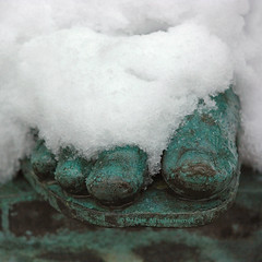 Cold toes (Sir Cam) Tags: winter cambridge england snow cold toes university cambridgeshire eastanglia statute pembrokecollege theyounger williampitt sircam