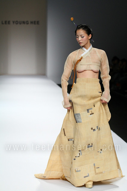 Lee Young Hee @ Seoul Fashion Week S/S 2010