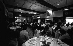 the wedding speech (troutfactory) Tags: california wedding blackandwhite bw usa film monochrome berkeley friend unitedstates kodak voigtlander rangefinder wideangle bayarea analogue speech 2009 15mm bessal heliar  400tmy bancrofthotel
