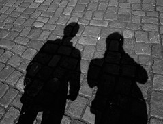 friends (daCityDrifter) Tags: street friends berlin men art boys silhouette germany deutschland photography europa europe fotografie shadows kunst schatten freunde mnner pflaster jungen dacitydrifter