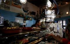 Bar de tapes (Lai & Ses) Tags: barcelona beer bar meals catalonia tapas snack seafood catalunya sailor marisco waiter bire menjar mariner comidas barman poblenou cerveseria camarero