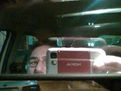 yo en el espejo del auto
