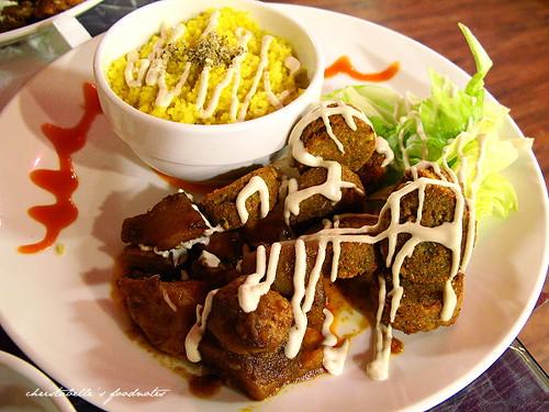 巴巴卡巴巴falafel豆球與couscous
