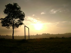 (Bruno Fraiha) Tags: light sol field football campo amanhecer trave