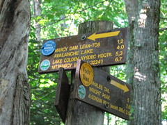 Trail sign to Wright and Algonquin (Shady Corner Curve, New York, United States) Photo