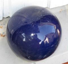 kotipallo (valonsa) Tags: blue autumn sun reflection ball globe colours syksy aurinko pallo heijastus vrit sinen