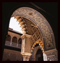 Arch at Alcazar Real (Foofah) Tags: travel architecture sevilla spain seville andalucia moorish historical provia100f rolleiflex35f alcazarreal canoscan8800f