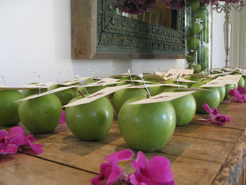 escort cards w/apples, wedding escort card with apple
