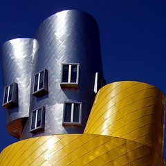 Curve architettoniche (Isco72) Tags: windows cambridge usa lines boston architecture buildings unitedstates mit curves gehry curve frankgehry statacenter architettura edifici finestre linee statiuniti linescurves geometriegeometry isco72 phvalue francescopallante imagesforthelittleprince