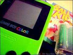 (luucas (:) Tags: boy game verde ball de kid jogo mão limão meni pilhas livao