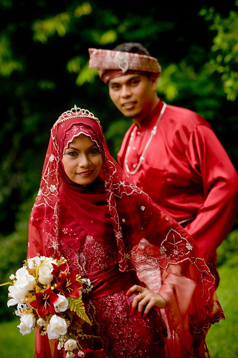 Fadil & Noridayu outdoor wedding portraiture, Kuala Lumpur, Malaysia on the 6th of December, 2008.
