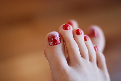 Red Snow Toes Nail Art