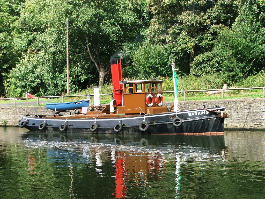 Steam Tug 'Barking' on the Thames at Teddington Lock