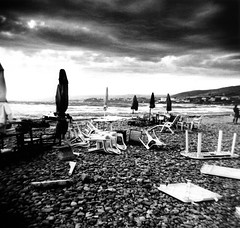 Banzai beach (massi_pugliese) Tags: sea blackandwhite white black 120 beach clouds square holga nuvole mare kodak 66 ombrelloni bianco nero spiaggia bianconero quadrato 400iso santamarinella palabra trix400 kodaktrix400 gelatinsilverprint trombadaria 123bw medioformato bwart autaut banzaibeach ilfordwarmtone cartabaritata massimilianopugliese massipugliese ysplixblack