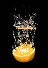 Orange Splash. (Timhaiti) Tags: orange fall water fruit canon eos 1 drops naturallight drop falls fishtank splash digitalrebel soe throw fruitsplash xti 400d mywinners abigfave perfectangle diamondclassphotographer betterthangood goldstaraward timhaiti