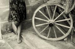 F  m m i n a (Luca Franchina) Tags: old muro girl donna sicily pietra carretto gonna piedi veste sicilia ruota gambe rete scalino femmina sandali fimmina particolarmente bagliobasile