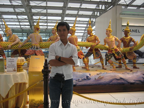 Ở tại Suvarnabhumi, sau khi làm thủ tục xuất cảnh. Chia tay Bangkok.