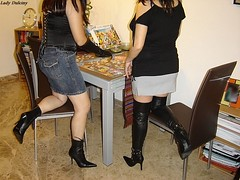 Con una amiga Lady Elly ... 9 (lady_dulciny_boots) Tags: black stockings leather highheels jean legs boots skirt blouse puzzle gloves corset satin stiletto nylon booties lycra botas thighboots mycollection kneehigh botines nylonstockings ladydulciny ladyelly