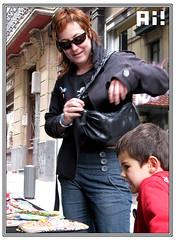 Sofa y Nico _2 (Ah! Bilbao) Tags: mercadillo rastro dosdemayo bilbaolavieja