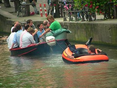 No more place on the boat too! (Salvo Veneziano) Tags: holland amsterdam barca olanda salvo crowdy affollata veneziano traino canotto