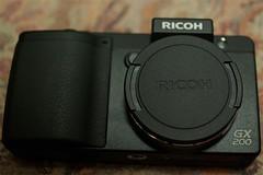 RICOH-GX200-05 front