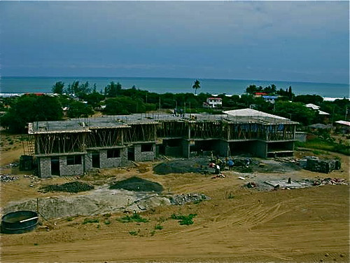 Ecuador-beach-condo-construction