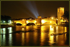 Ponte Scaligero - Verona - (DiFo&Natura) Tags: bridge friends night reflections river lights italia searchthebest fiume verona luci 2008 riflessi settembre notte adige pontescaligero fiatlux blueribbonwinner fineartphotos mywinners abigfave anawesomeshot flickrdiamond theunforgettablepictures fdream hccity multimegashot fotofanaticus flickrsmasterpieces