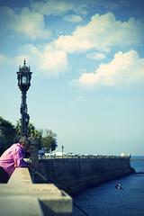 Cuestión de paciencia (maria.benitezmontero) Tags: blue sea españa azul 50mm mar spain farola pentax andalucia cadiz kdd muralla pescador quedada fishmen pentaxk100d justpentax quedadacádiz cadizysusfotografos