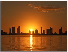miami sunset.. (iCamPix.Net) Tags: sunset building reflections explore fav uc favourite i195 silhuette mostviewed downtownmiami canonef70200mmf28lisusm miamisunset mostwatched natureselegantshots vosplusbellesphotos juliaturtlecauseway cannoneos1dsmarkiii icampixtechnologyleveli
