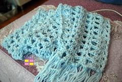 Pretty scarf in cashmere blend w/fringe