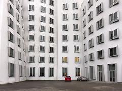 Dsseldorf Medienhafen (kahape*) Tags: cars architecture gehry nrw hafen dsseldorf duesseldorf medienhafen khp