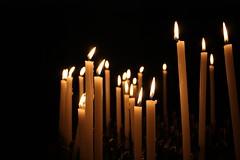 il fuoco della fede (Jolie...21) Tags: light candle lumire chiesa luce fede bougie fiamma candele fiamme voti preghiere