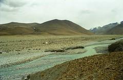 Campground (reurinkjan) Tags: 2002 nikon tibet everest rongbuk tingri jomolangma tibetanlandscape janreurink rongphuchu rongchu བོད། བོད་ལྗོངས།