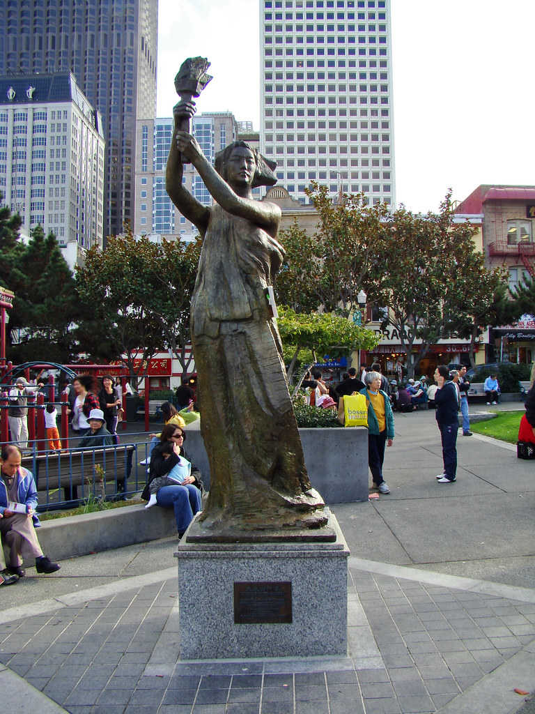 DSC03060 San Francisco Chinatown Goddess of Democracy