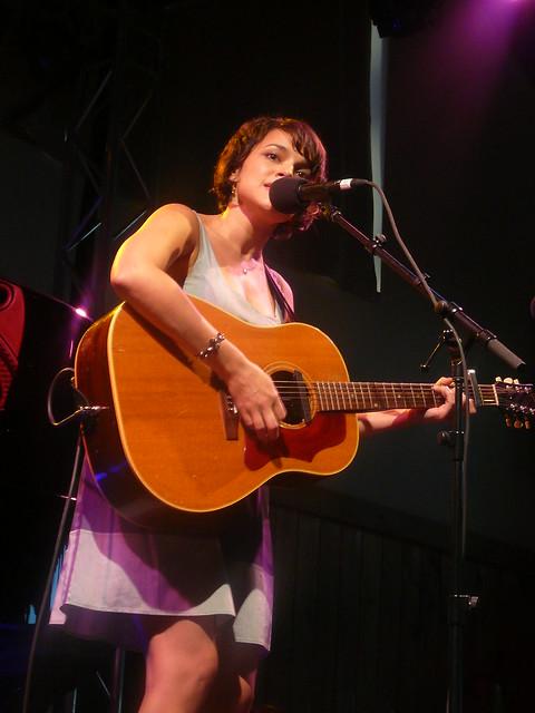 Norah Jones @ Watermill 2009 by folie_rufie