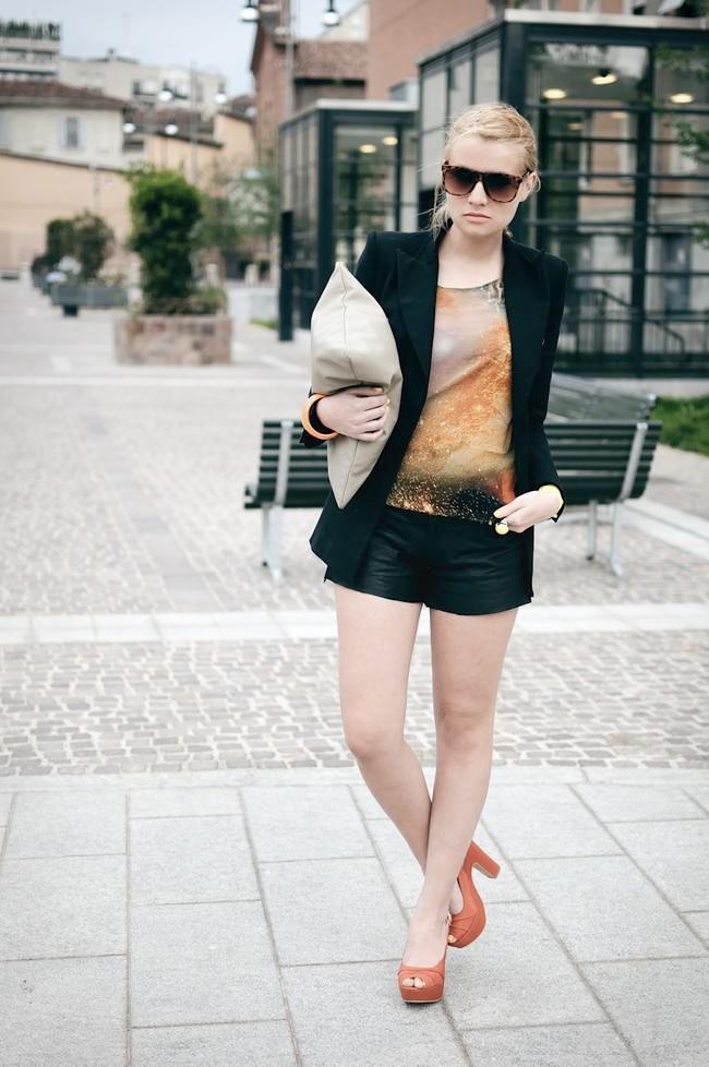 201105_galaxy-tshirt_03-650x978