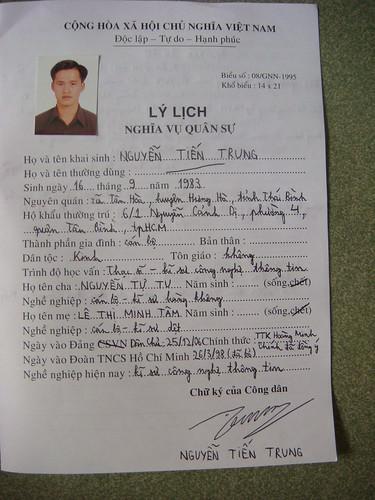 Tờ khai sơ yếu lý lịch lại của Nguyễn Tiến Trung (tờ 1/3)
