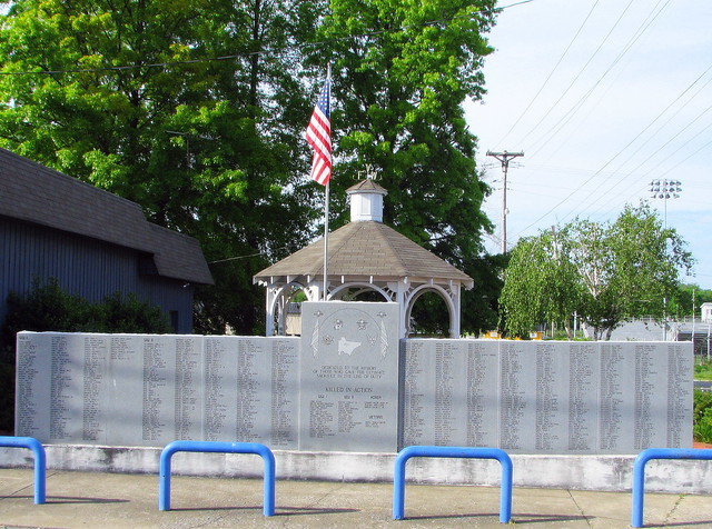 Trousdale Couty war memorial