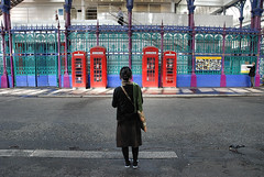 . (Ed') Tags: street colour london ed hyperfocal pigeon candid sas collective hl smithfieldmarket bustamante spuk 3figures shotsofbacksareboring 4coloursred another4telephoneboxes fourcoloursred street100 lspf