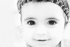 cautivo en su mirada (cesareolarrosa) Tags: baby blanco negro medieval nia ojos contraste caspe cecilia doncella resplandor canon30d rillo niosydetalles elcompromisodecaspe cesarelarrosa