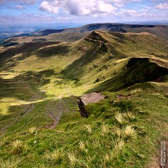 Cribyn from Pen-y-fan (Sean Bolton (no longer active)) Tags: cloud mountain grass wales landscape cymru breconbeacons brecon penyfan cribyn seanbolton ffotocymrucouk upcoming:event=1700950